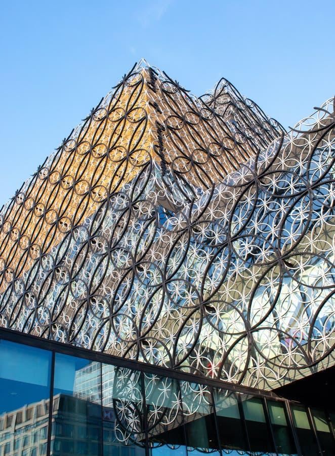 Esaminando verso l'alto la biblioteca di Birmingham immagini stock libere da diritti