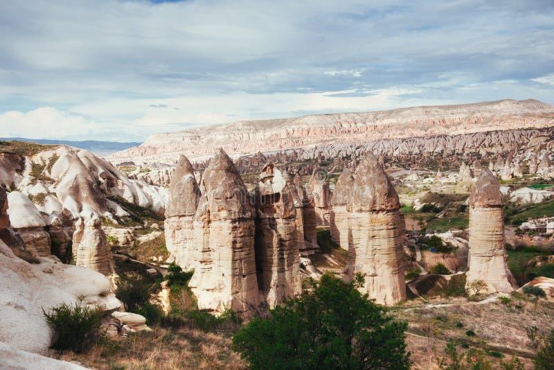 Esamini le formazioni geologiche uniche in Cappadocia, Turchia kappa fotografie stock