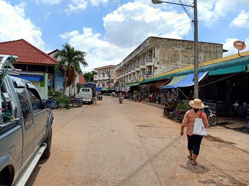 esan Leute Thailands des lokalen Marktes des Feiertags stockbilder