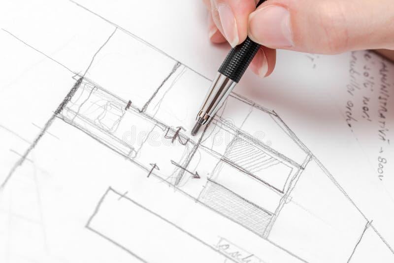 Esboço do plano de Hand Drawing House do arquiteto fotografia de stock