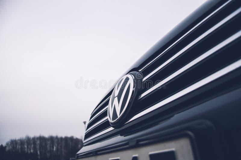 Escándalo del fraude de Volkswagen - logotipo de Volkswagen fotos de archivo