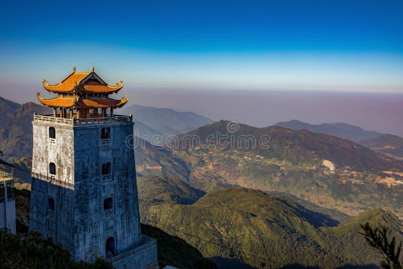 Escénico hermoso de la montaña más alta máxima fansipan de indochina fotos de archivo