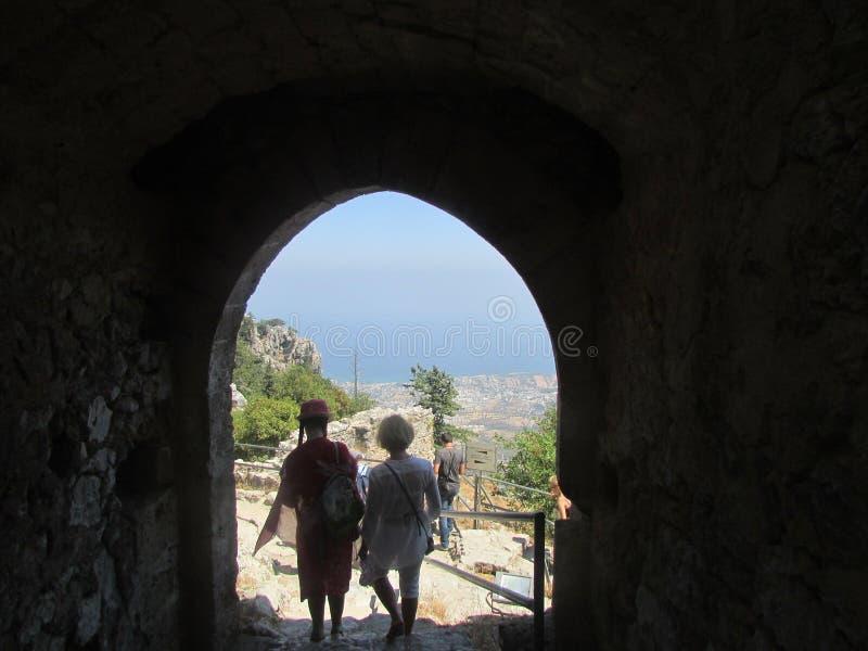 Esca dalla fortezza del re della Gran-Bretagna Richard il Lionheart Il Templars ed i crociati del XII secolo fotografia stock