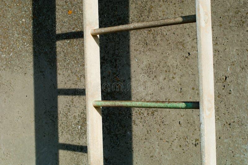 Download A Escada Aparafusou A Uma Parede Imagem de Stock - Imagem de parede, aumento: 16871215