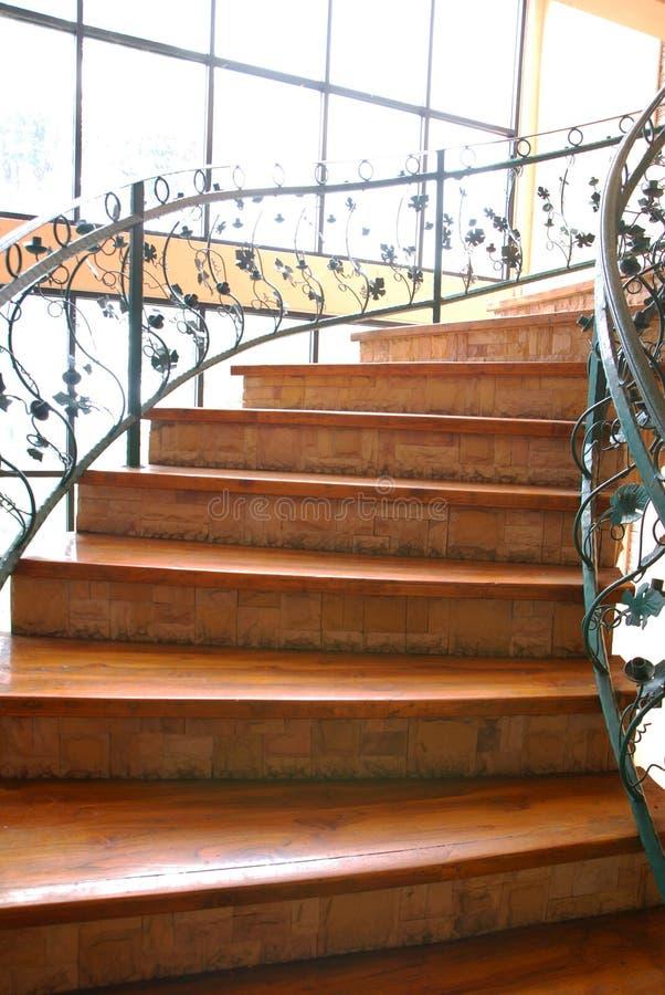 Escada com teste padrão metálico fotos de stock
