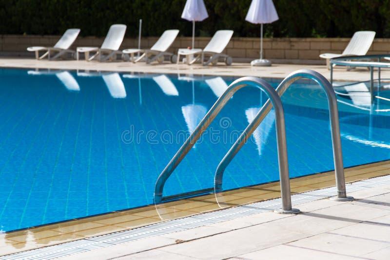 Escada da piscina fotos de stock royalty free