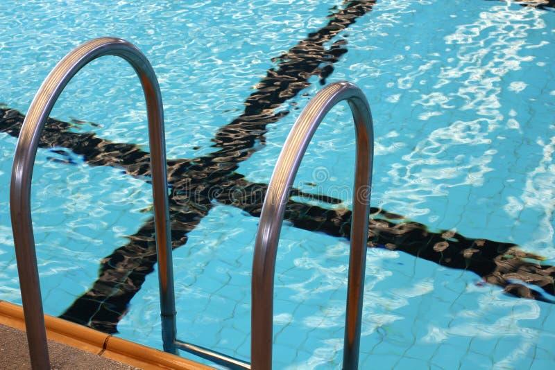 Escada da piscina foto de stock