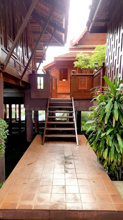 Escada de madeira tailandesa fotos de stock royalty free