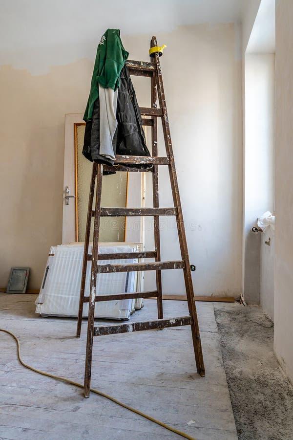 Escada de madeira vazia imagem de stock royalty free