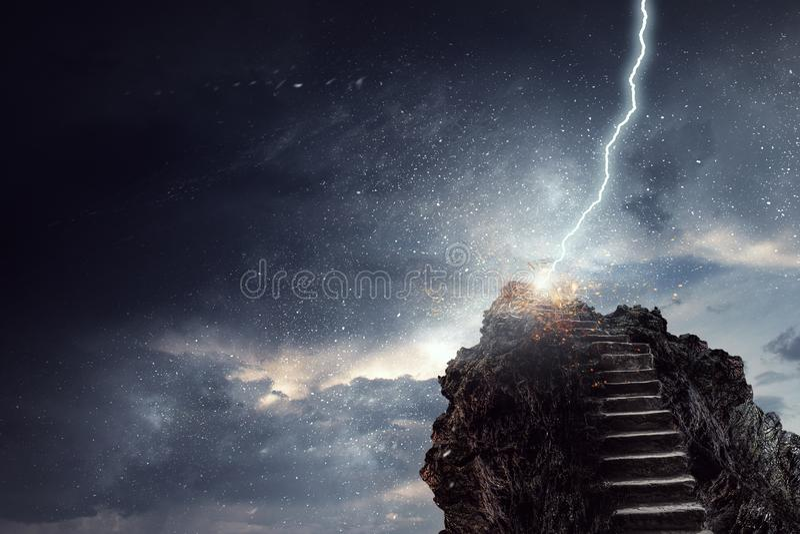 Escada do sucesso no c?u imagens de stock royalty free