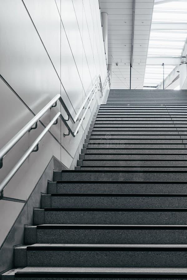 Escada na cidade moderna fotografia de stock