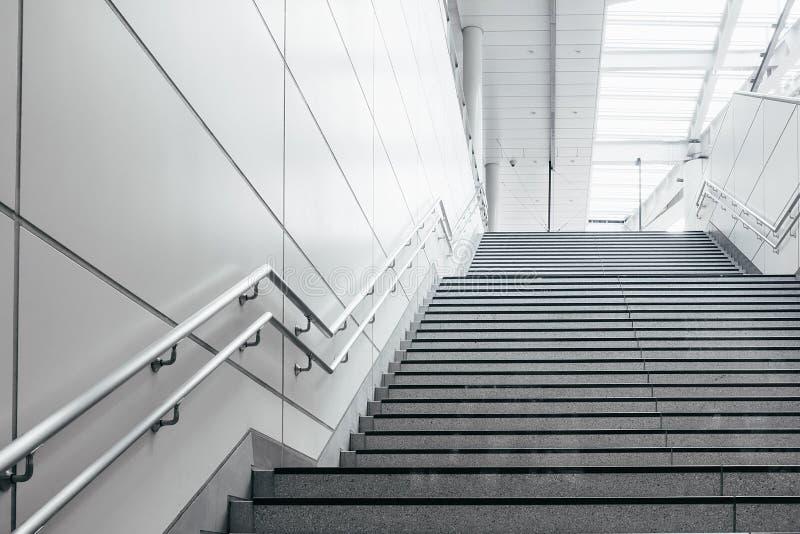 Escada na cidade moderna fotos de stock royalty free