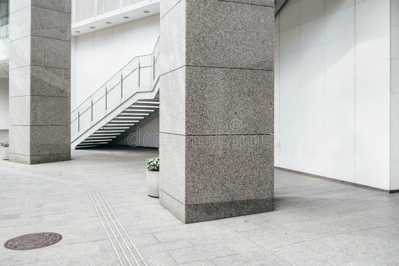 Escada na cidade moderna imagens de stock royalty free