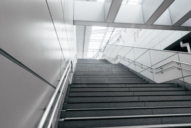 Escada na cidade moderna foto de stock royalty free