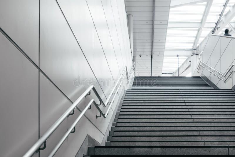 Escada na cidade moderna foto de stock