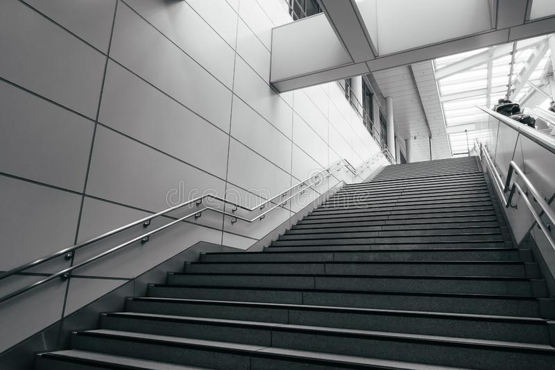 Escada na cidade moderna imagem de stock royalty free