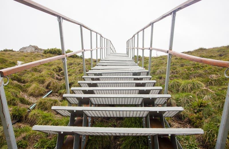 Escada ou stairchase na montanha fotos de stock royalty free