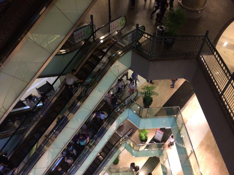 Escada rolante do shopping imagem de stock