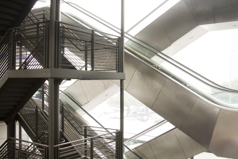 Download Escada rolante e escadas. imagem de stock. Imagem de edifício - 12811549