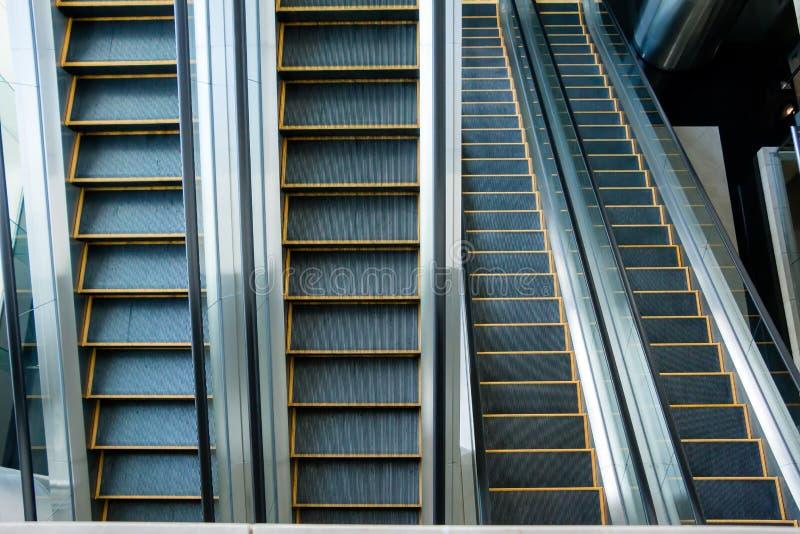 Escada rolante, escadaria preto e branco, monocromática, arte abstrato fotografia de stock