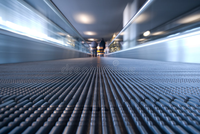 Escada rolante movente foto de stock