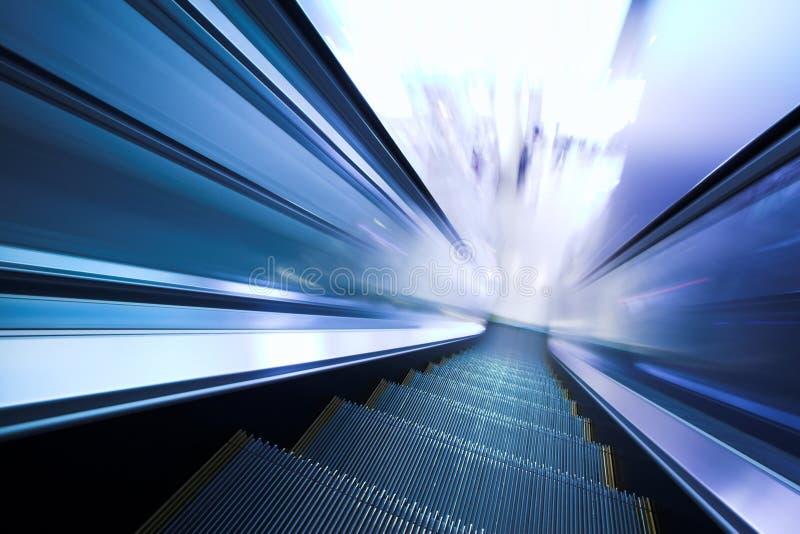 Escada rolante movente rápida fotografia de stock royalty free