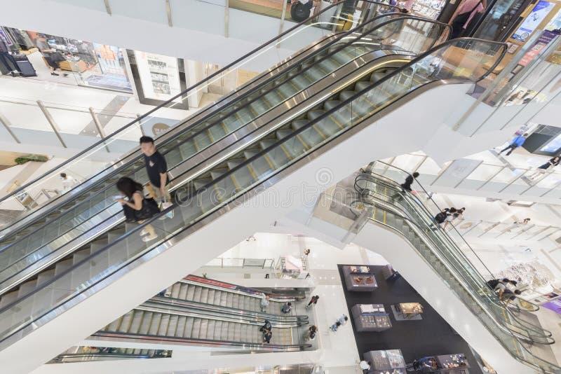 Escada rolante na alameda de compra imagens de stock royalty free
