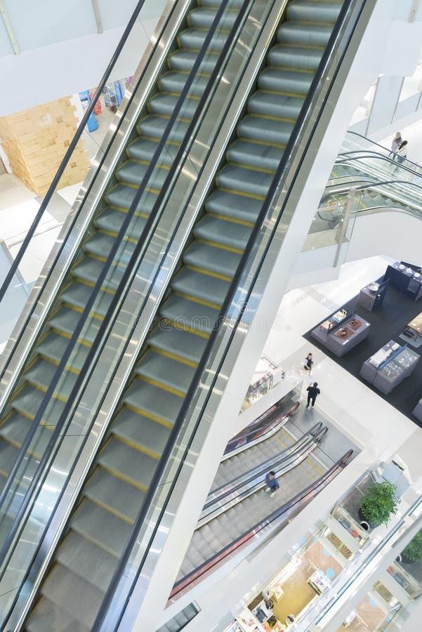 Escada rolante na alameda de compra fotos de stock royalty free