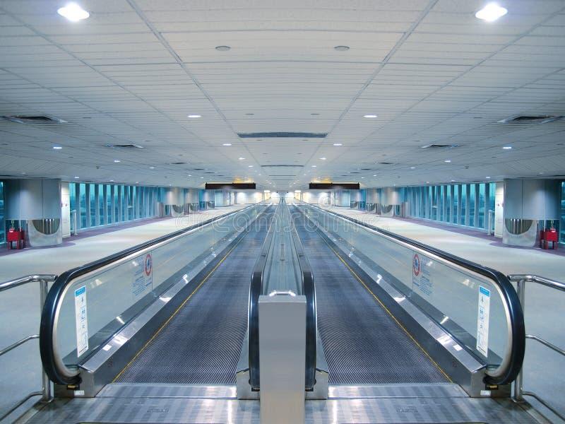 Escada rolante no aeroporto imagens de stock royalty free