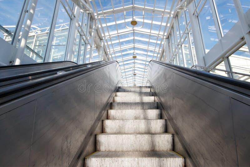 Escada rolante vazia fotos de stock