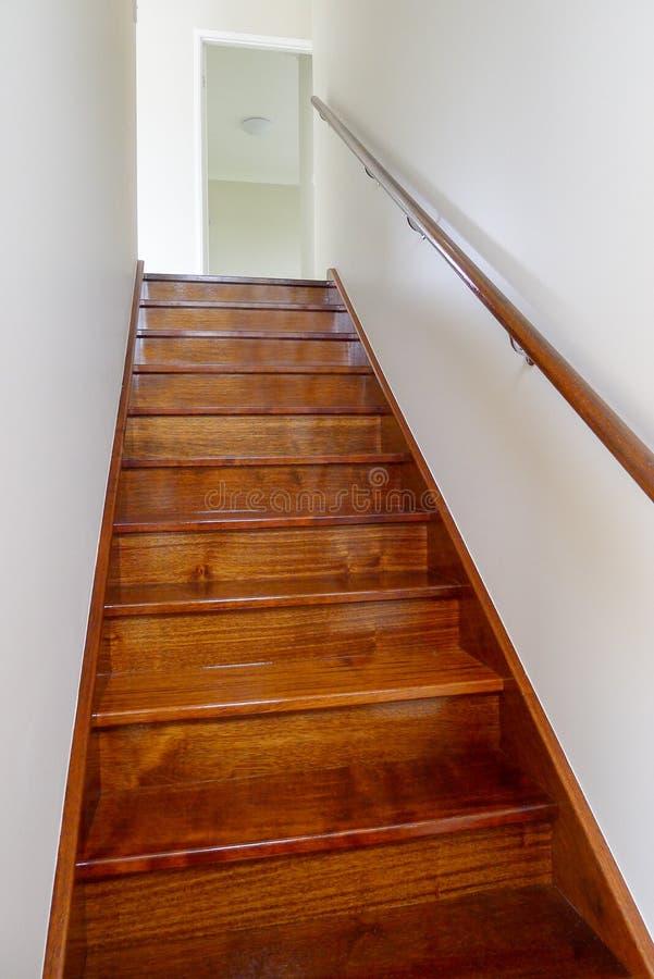 Escadaria da madeira foto de stock royalty free