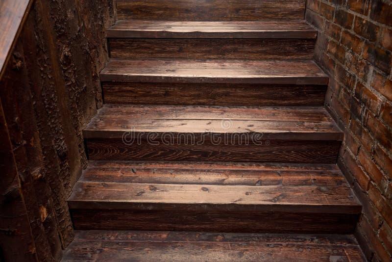 Escadaria de madeira de Brown fotos de stock royalty free
