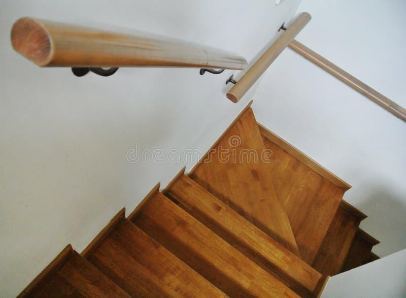 Escadaria de madeira interna foto de stock