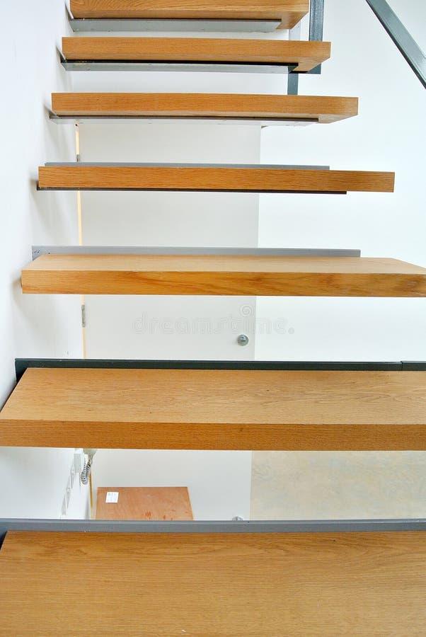 Escadaria de madeira interna fotos de stock