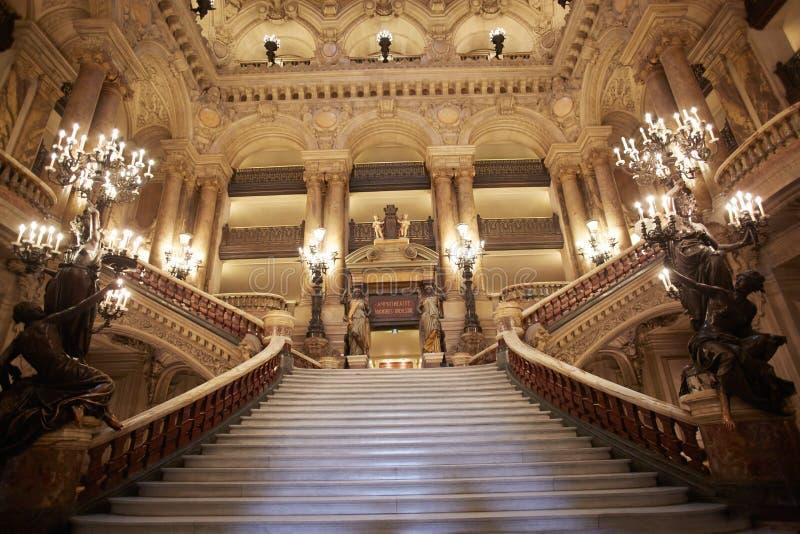Escadaria de Opera Garnier, interior em Paris fotos de stock royalty free