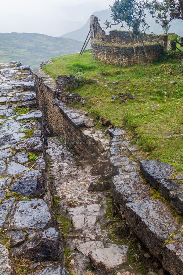 Escadaria de pedra em ruínas de Kuelap, Pe do norte imagem de stock