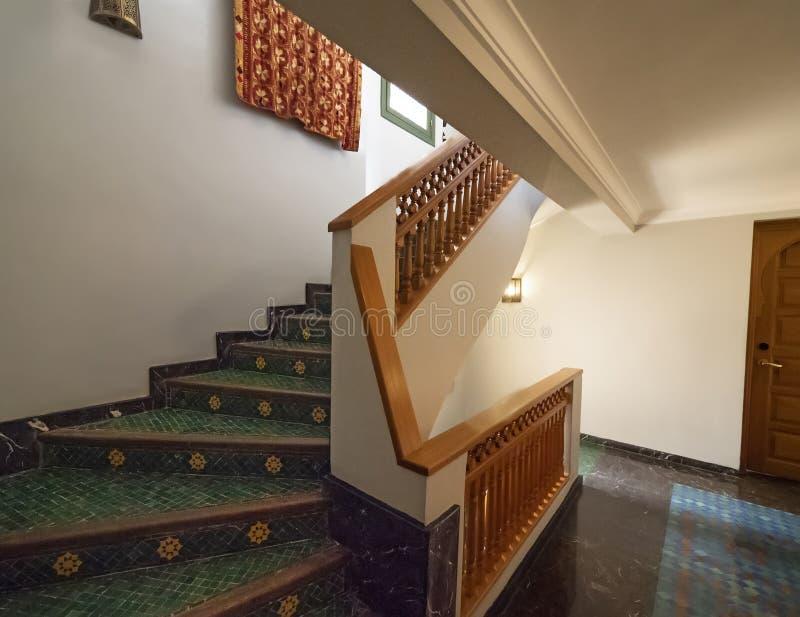 Escadaria de um Riad em Fes, Marrocos imagens de stock royalty free