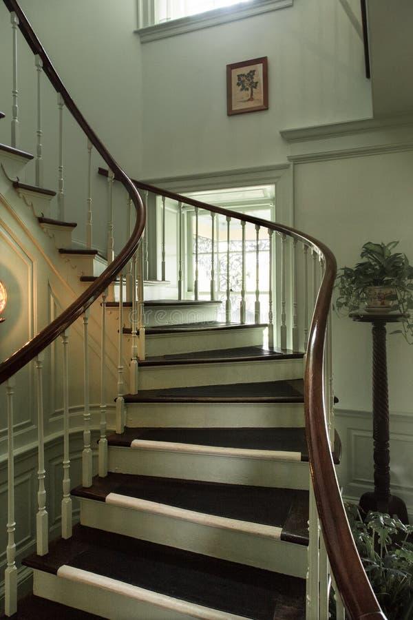Escadaria do vintage na propriedade Detalhes da arquitetura de entrada foto de stock royalty free