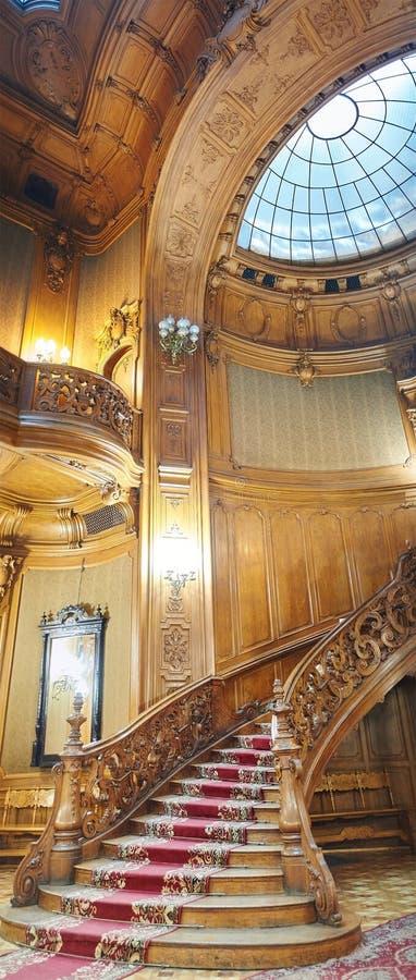 Escadaria espiral de madeira do vintage fotos de stock royalty free