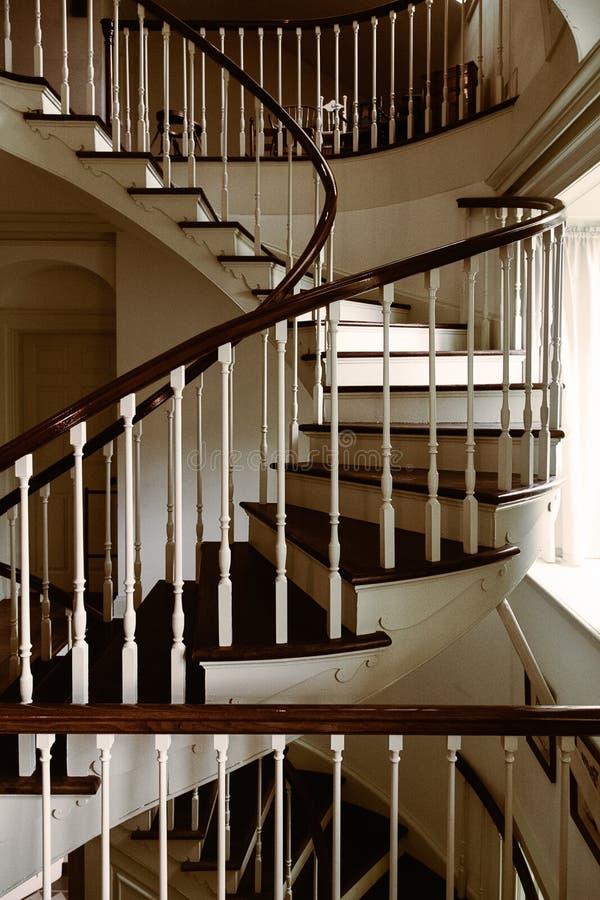 Escadaria espiral do vintage na propriedade Detalhes da arquitetura de entrada fotografia de stock royalty free