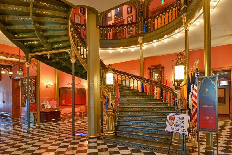 Escadaria espiral na construção do Capitólio do estado de Louisiana em Bato imagens de stock royalty free