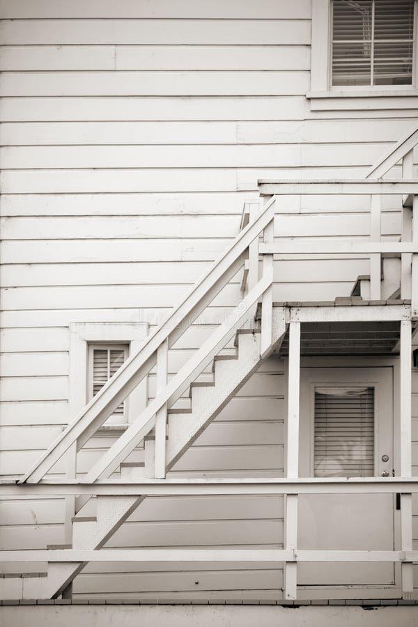 Escadaria exterior de madeira foto de stock