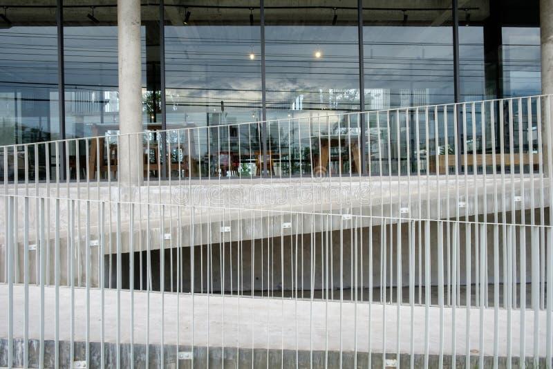 Escadaria moderna do projeto da construção da arquitetura imagens de stock royalty free
