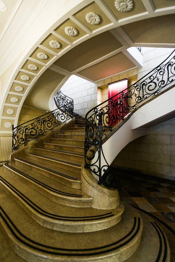 Escadaria principal de Fryderyk Chopin Museum Varsóvia, Polônia fotos de stock royalty free