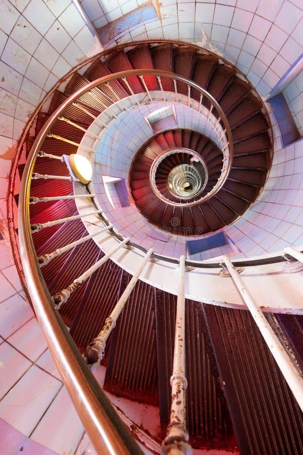 Escadaria velha do caracol do farol que vai para baixo foto de stock royalty free