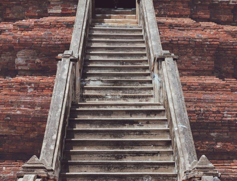Escadaria velha dos tijolos de antigo fotos de stock royalty free