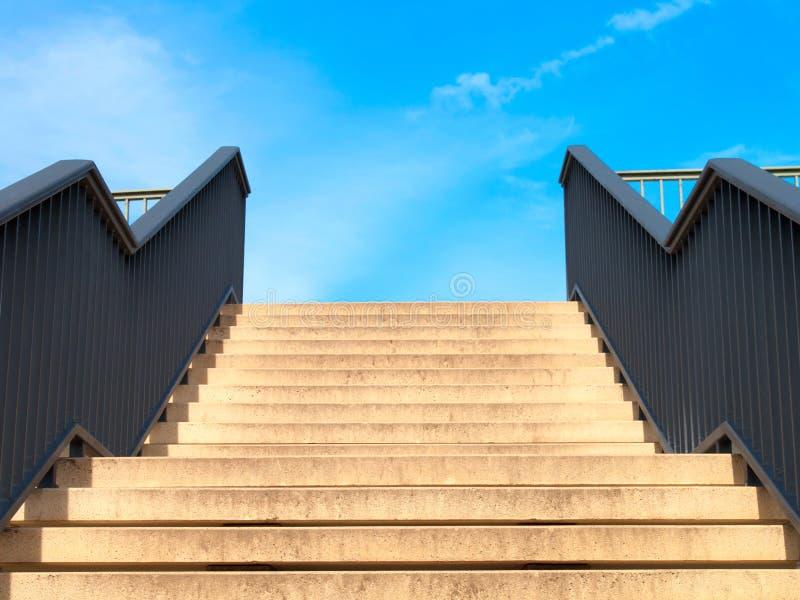 Download Escadas imagem de stock. Imagem de azul, fundo, verão - 16858317