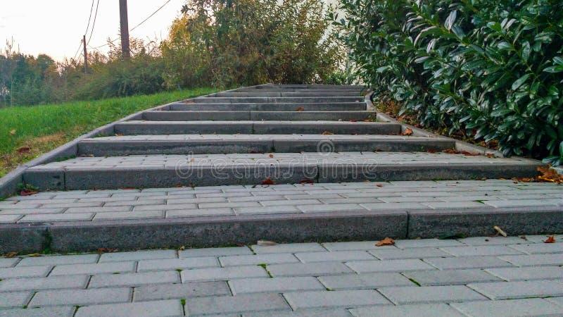 Escadas acima da estrada imagens de stock