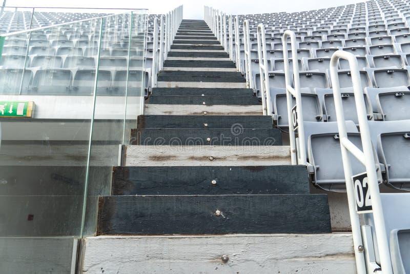 Escadas acima, vista de baixo de, fora fotos de stock