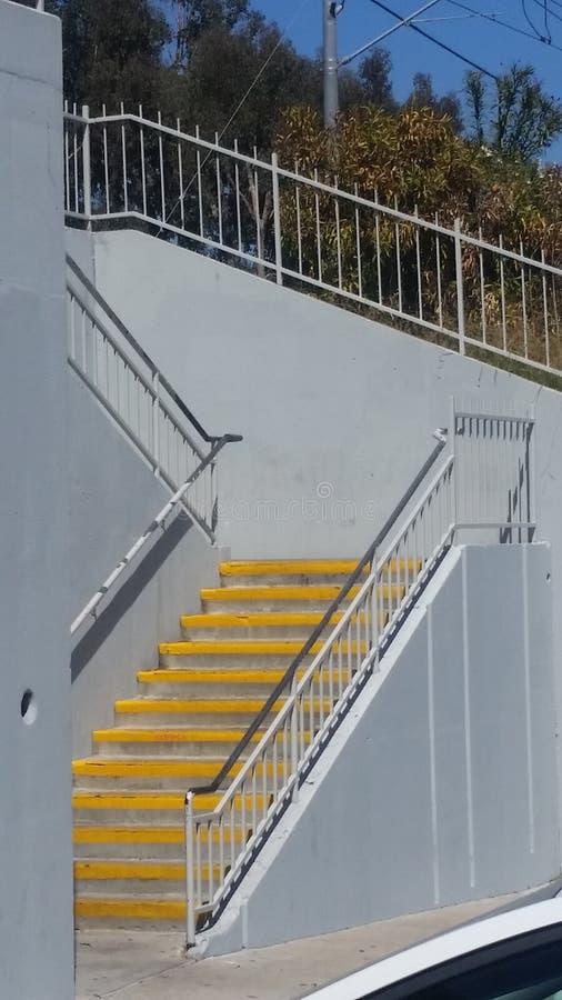 Escadas amarelas fotografia de stock